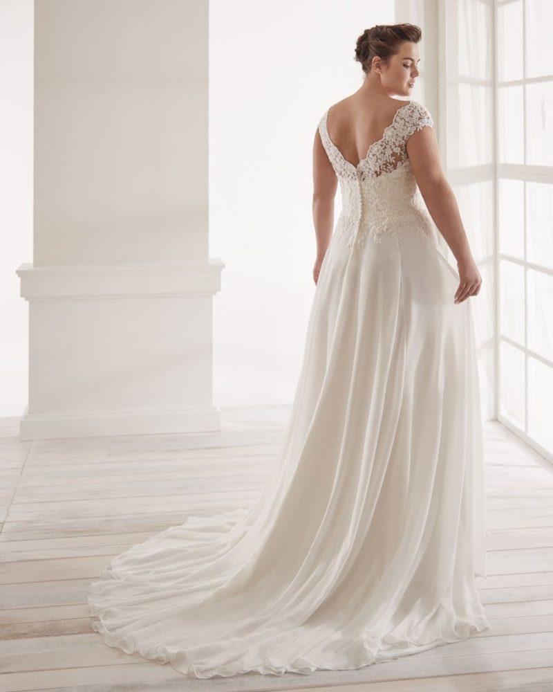 Elizabeth-Bridal-Nicole-Curves-20151-01