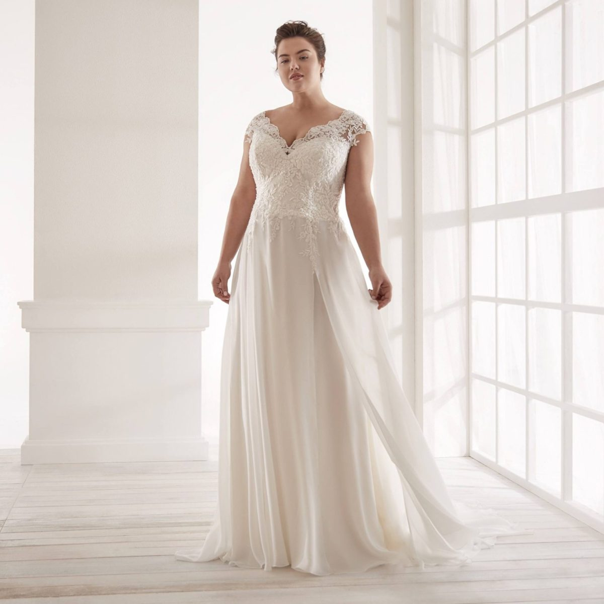 Elizabeth-Bridal-Nicole-Curves-20151