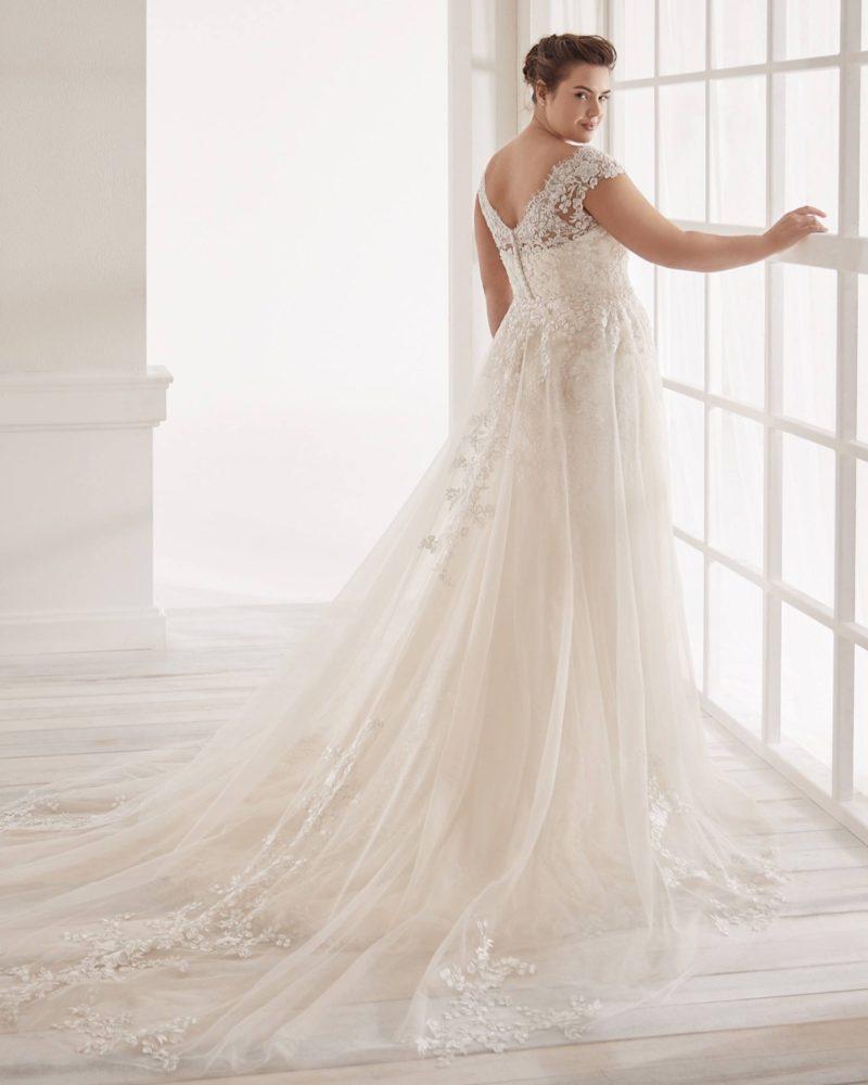 Elizabeth-Bridal-Nicole-Curves-20212-01